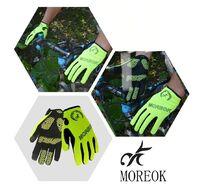 """Велоперчатки MOREOK, длинный палец, силиконовые вставки, биэластичные, лайкра, сенсор, на блистере, размер """"M"""", зеленый, люминисцентн. (FWDMOREOKGR-M)"""