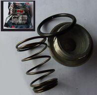 сливная крышка + пружина (крышка масляного фильтра) GY6 139QMB, 152QMI,157QMJ